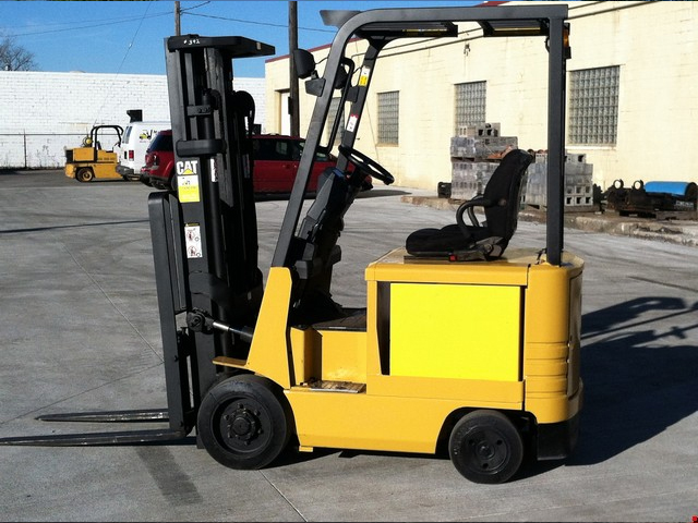 Used Cat 4 Wheel Electric Forklift
