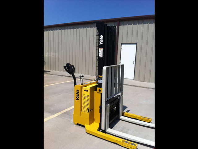 Used Yale Electric Straddle Stacker