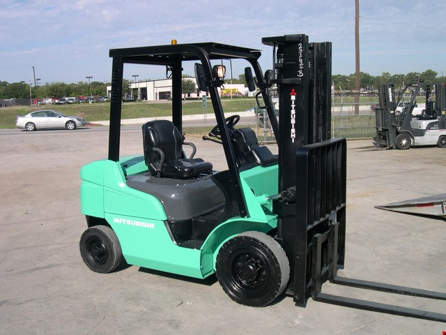 Used Mitsubishi Pneumatic Tire Forklift